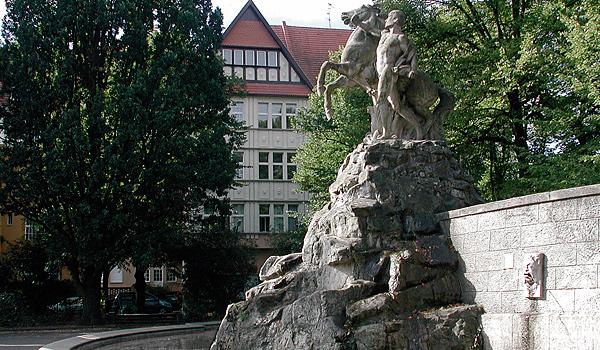 Berlin, Wilmersdorf, Rüdesheimer Platz, Siegfriedbrunnen. Copyright: Heike Knöpfel