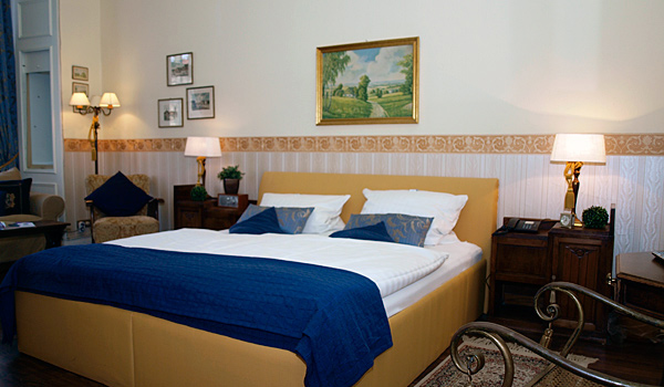 Hotel-Pension am Rüdesheimer Platz, Berlin: Doppelzimmer gelb. Fotograf: Koos Daniels