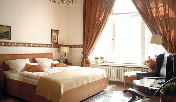 Hotel-Pension am Rüdesheimer Platz, Berlin: Doppelzimmer orange. Fotograf: Koos Daniels