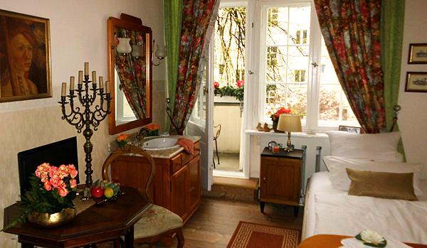 Hotel-Pension am Rüdesheimer Platz, Berlin: Einzelzimmer 5. Fotografin: Dagmar Röring